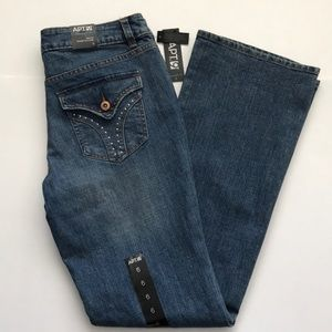 Apt 9 Maxwell fit Bootcut mid-rise Jeans - size 6